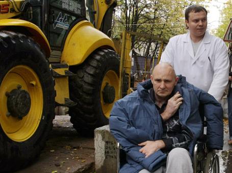 Михаила Бекетова  доставили в суд на реанимобиле, рядом с ним постоянно находился врач «скорой». Фото: РИА Новости