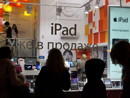 В России стартовали продажи планшетника Apple iPad. Фото: Григорий Собченко/BFM.ru