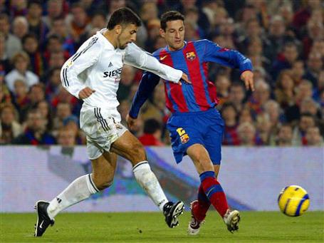 Центральный матч испанского чемпионата впервые в истории перенесен в угоду политике. Фото: AP