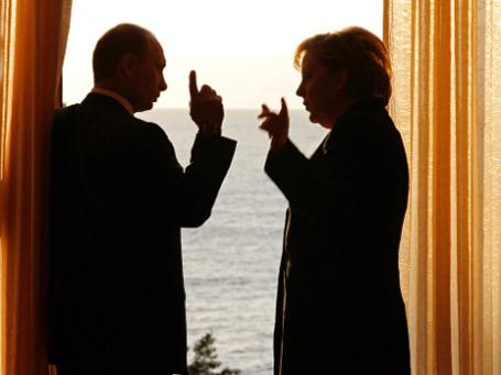 Ангела Меркель, уловив в выступлениях Владимира Путина расхождение слов с делами, холодно отреагировала на его предложение создать единое экономическое пространство от Лиссабона до Владивостока. Фото: РИА Новости