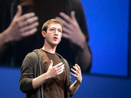 26-летний Марк Цукерберг еще не успел получить удовольствие от обладания 7-миллиардным состоянием, как испытал желание с ним расстаться. Фото: AP