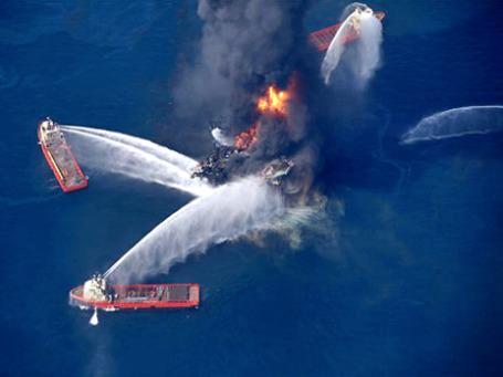 Авария на платформе BP стала одновременно символом беспомощности цивилизации и ее потенциальных возможностей. Фото: AP