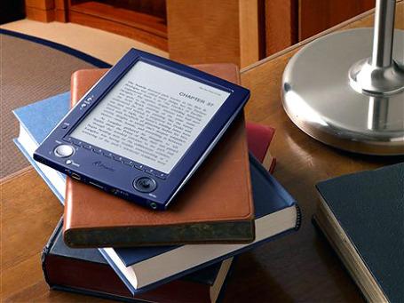Среди устройств для чтения электронных книг появляются новые лидеры. Фото: AP