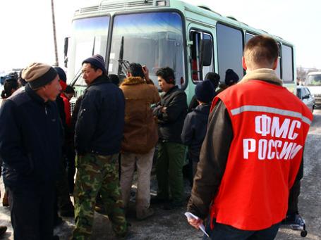 Спецподразделение ФМС будет учить мигрантов русскому языку и обычаям. Фото: РИА Новости