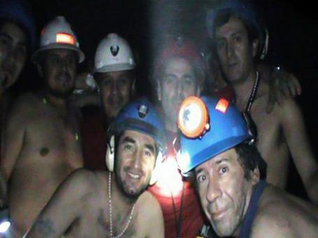 Спасение чилийских шахтеров стало одной из самых позитивных новостей уходящего года. Фото: AP