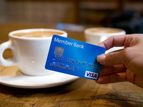 Не стоит забывать о правилах безопасности при оплате своих покупок банковскими картами. Фото: АР