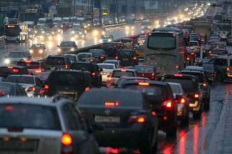 Автолюбители вскоре смогут подсчитать плюсы и минусы налоговых и акцизных нововведений. Фото: РИА Новости