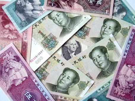 Курс китайской национальной валюты по-прежнему жестко регулируется государством, вывод его на рынки вне Китая позволит юаню стать международной валютой для торговых операций и инвестиций. Фото: РИА Новости