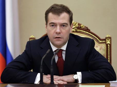 Дмитрий Медведев решил бороться с коррупцией кратными штрафами. Фото: РИА Новости