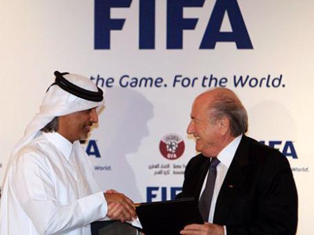 В правилах ФИФА ничего не сказано о том, что потенциальным хозяевам чемпионата нельзя осуществлять инвестиции в тех странах, откуда родом члены исполкома, участвующие в решающем голосовании. Фото: AP