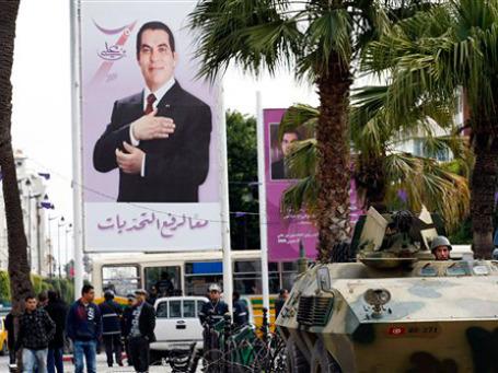 Ожесточенные манифестации продолжаются в Тунисе уже почти месяц. Фото: AP