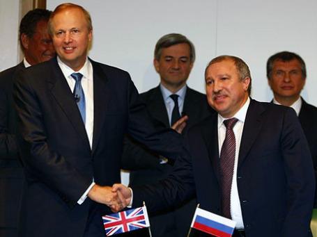 Генеральный директор ВР Боб Дадли и президент «Роснефти» Эдуард Худайнатов готовы заниматься разработкой шельфа в Арктике.  Фото: АР