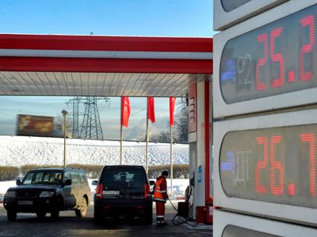 Рост стоимости топлива запускает цепочку подорожания по всей экономике. Фото: РИА Новости