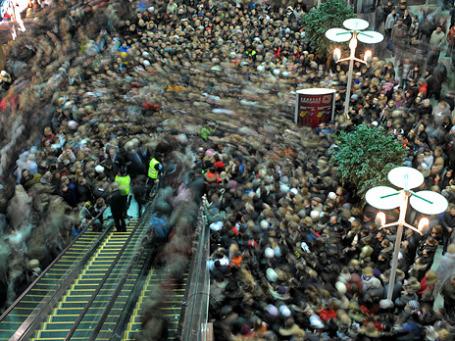 Торговые центры ловят покупателей на живца. Фото: РИА Новости