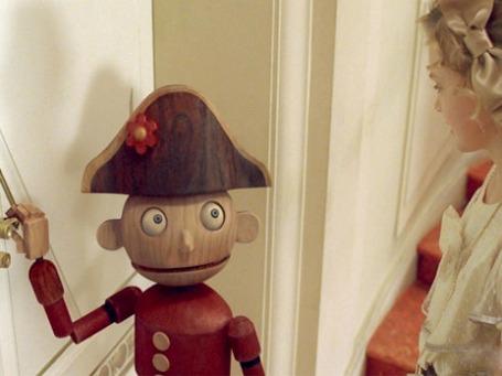 «Щелкунчик» — один из редких праздничных фильмов, который может заставить детей кричать под их сиденьями, писало издание The Independent. Кадр из фильма