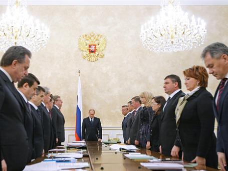 Минута молчания в Доме правительства в память о жертвах теракта в Домодедово. Фото: РИА Новости