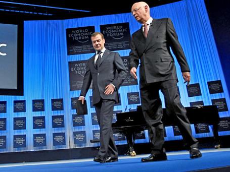 Во время выступления перед участниками форума в Давосе Дмитрий Медведев не расставался с планшетником iPad. Фото: wef.orphea.com