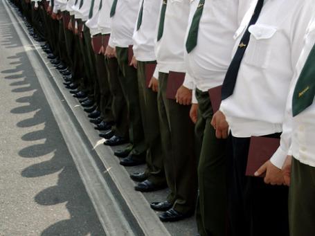 Президент России пообещал увеличить численность офицерского корпуса, а также повысить зарплату военным. Фото: РИА Новости