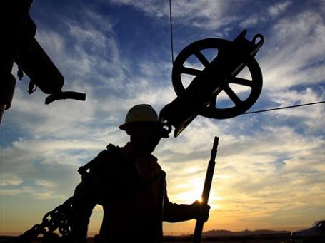 Подорожание нефти уже не радует российских экономистов. Фото: AP