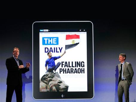 Джонатан Миллер, глава News Corporation и Джесс Энжело, исполнительный редактор The Daily, во время презентации газеты. Фото: АР