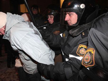 Белорусская оппозиция 19 декабря 2010 года устроила несанкционированную акцию протеста в Минске после объявления о победе на выборах действующего президента Александра Лукашенко. Фото: РИА Новости