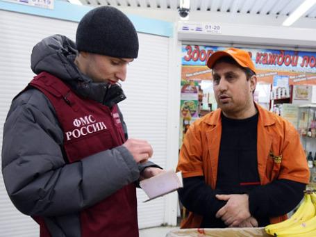 Трудовые мигранты предпочитают патенты у ФМС не покупать. Фото: РИА Новости