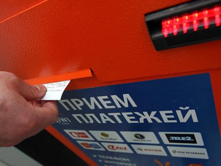 Вполне возможно, максимальный анонимный перевод наличных денег будет ограничен 3 тысячами рублей вместо нынешних 15 тысяч. Фото: РИА Новости