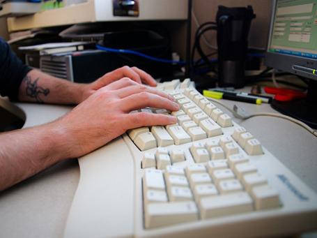 Максимальный анонимный перевод может быть ограничен 3 тысячами рублей вместо нынешних 15 тысяч. Фото: Slightlynorth/flickr.com