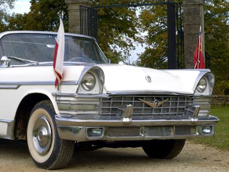 Эстимейт автомобиля Брежнева — 60-120 тысяч евро. Фото: artcurial.com