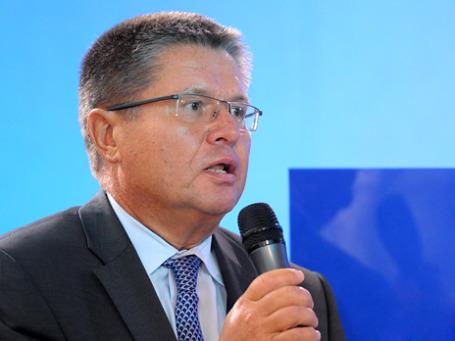 Алексей Улюкаев объявил о расширении коридора бивалютной корзины на 1 рубль. Фото: ИТАР-ТАСС