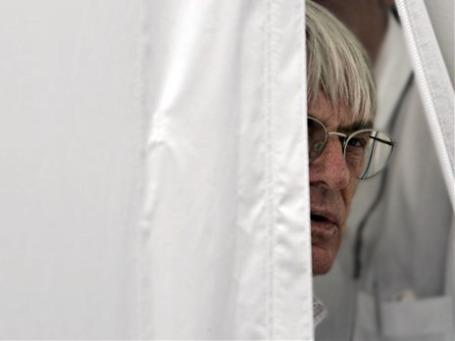 Берни Экклстоун высматривает себе замену из числа представительниц слабого пола. Фото: AP
