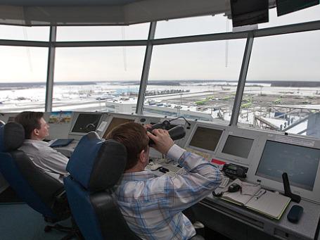 Международная организация гражданской авиации считает, что российские диспетчеры и пилоты недостаточно хорошо знают языки, что порой приводит к непредвиденным ситуациям на земле и в небе. Фото: sergeydolya.livejournal.com