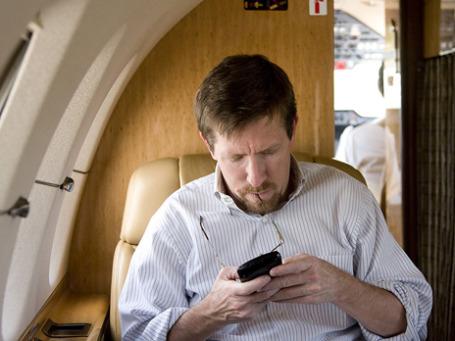 Пассажирам самолета «Мстислав Келдыш» во время перелетов теперь будет предоставляться доступ к мобильному Интернету, а также возможность отправлять SMS и MMS. Фото: PhotoXPress