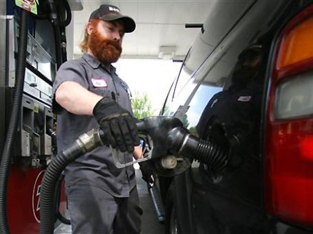 Дорогая нефть никому не нужна: она угрожает экономике практически всех стран. Фото: AP