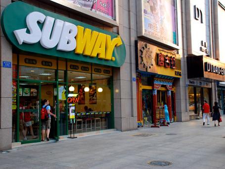 Закусочные Subway по сравнению с ресторанами McDonald's имеют меньшую площадь, что требует меньше вложений в открытие новых точек. Фото: Steve Webel/flickr.com