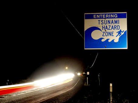 Волны цунами накрыли самого ослабленного и неустойчивого из экономических гигантов, породив еще один очаг «острой финансовой нестабильности». Фото: AP