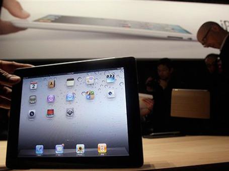 Как и первый iPad, новый планшет будет продаваться в 6 вариантах с различными объемами памяти (от 16 до 64 Гб), с поддержкой 3G или без таковой. Фото: АР