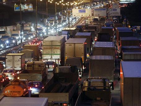 Пробки на МКАД — вещь обыденная. Фото: РИА Новости