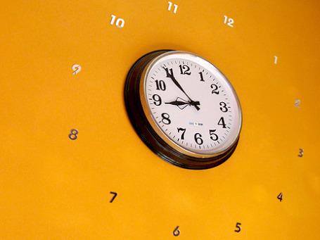 В воскресенье Россия в последний раз перейдет на «летнее» время с его неочевидными экономическими и медицинскими последствиями. Фото: picasnpoints/flickr.com
