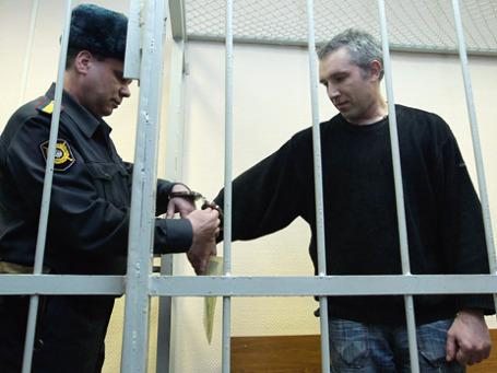 Игорь Блинников, хакер-самоучка, освоил это дело по статьям в Интернете. Фото: РИА Новости