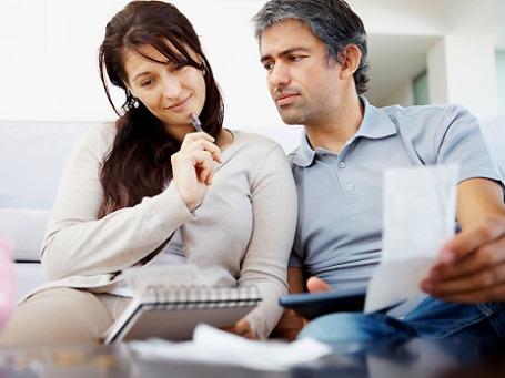 Большая часть и мужчин, и женщин не сомневается, что держит под контролем семейный бюджет.Фото: PhotoXPress