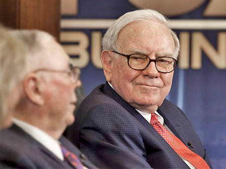 Уоррен Баффет не верит в силу доллара. Фото: AP