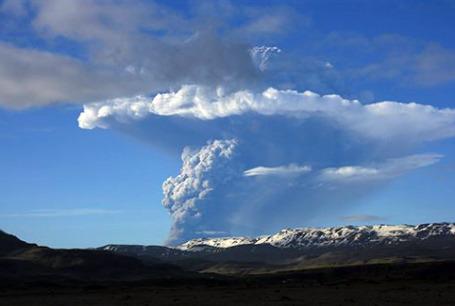 В субботу, 21 мая, проснулся  самый активный вулкан Исландии — Гримсвотн. Фото: AP