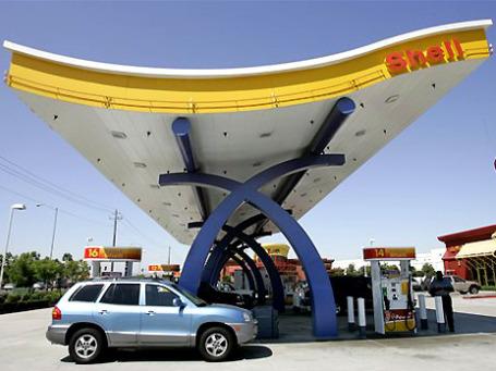 Тон — и цены — на немецком рынке АЗС задают две компании: Shell и Aral. Фото: AP