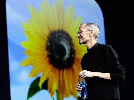 Основатель и глава корпорации Apple Стив Джобс прервал свой бессрочный отпуск для участия в работе Всемирной конференции для разработчиков WWDC 2011. Фото: AP
