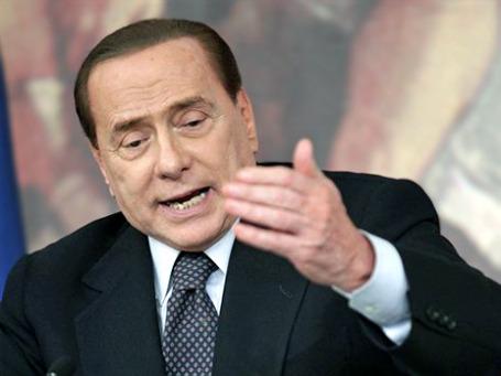 Премьер-министр Италии Сильвио Берлускони говорит о благополучии экономики. Фото: AP
