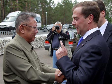 Встреча двух глав на территории военного гарнизона «Сосновый бор» в Заиграевском районе Бурятии. Фото: РИА Новости