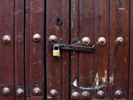 Банк России с 26 августа 2011 года отозвал лицензию на осуществление банковских операций у коммерческого банка «Евросоюз» за недостоверную отчетность и неспособность исполнять требования кредиторов. Фото: ionushi/flickr.com