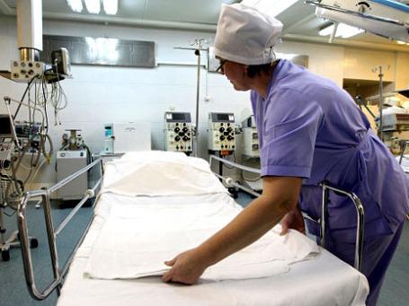 Сейчас Минздрав занят рассмотрением вопроса о распределении оставшихся 700 млн рублей в соответствии с наиболее востребованными направлениями действия программы высокотехнологичной медицинской помощи. Фото: РИА Новости