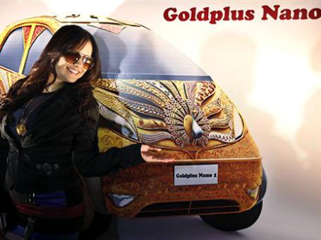 GolgPlus Nano покрыта 80 кг 22-каратного золота, 15 кг серебра и инкрустирована 10 тысячами полудрагоценных и драгоценных камней. Фото: AP